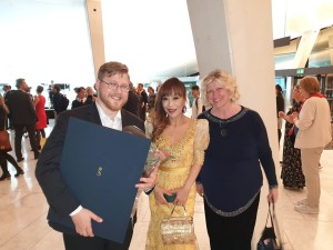Three collegues, the winner of Queen Sonja International Music Competition, Sergey Kaydalov, and from the distinguished jury, the one and only, world famous coloratura Sumi Jo and the Wagner soprano Ragnhild Groven. ♥️